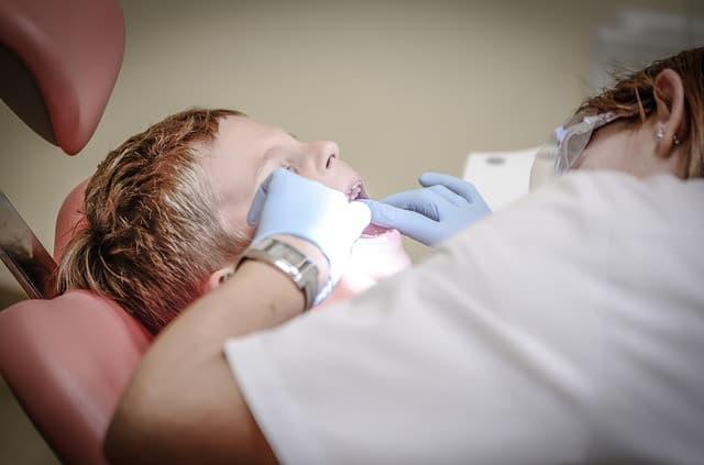 Comment devient-on dentiste?
